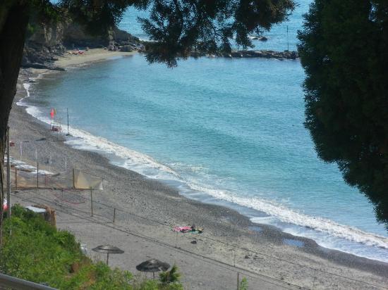 Parco Vacanze Monti E Mare: view of beach