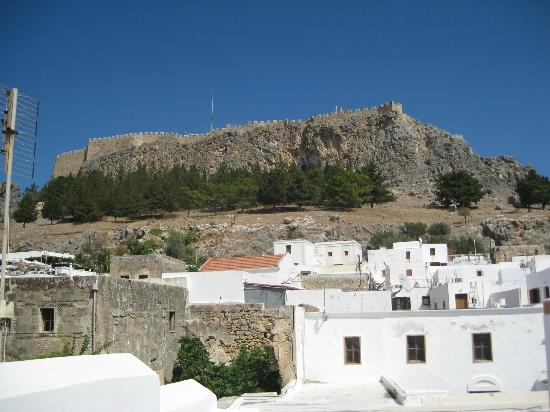 Casa Lindos: View of Acropolis from roof terrace