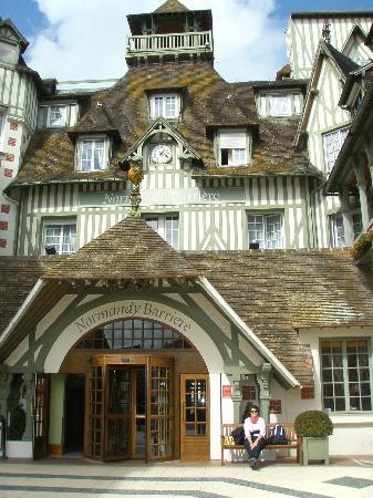 Hôtel Barrière Le Normandy Deauville: Front entrance