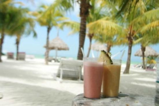 Holbox Hotel Casa las Tortugas - Petit Beach Hotel & Spa: amazing smoothies on the beach