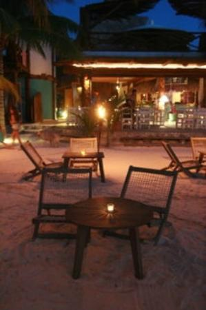 Holbox Hotel Casa las Tortugas - Petit Beach Hotel & Spa: View of the restaurant at night from the beach
