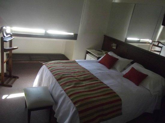 Hotel internacional: Habitacion muy luminosa,con bloqueador de luz.