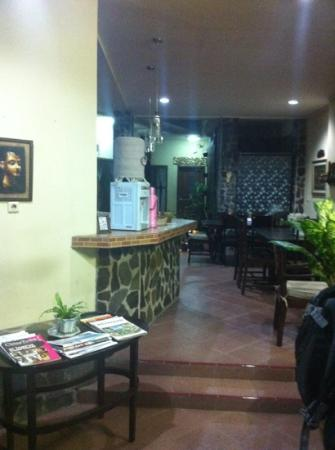 Lathysha Boutique Guest House: the lobby of the guesthouse. Very cosy and friendly staff.