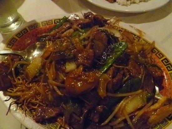Gen-Hoe Chop Suey: Beef Chow Mein Cantonese--yummy!