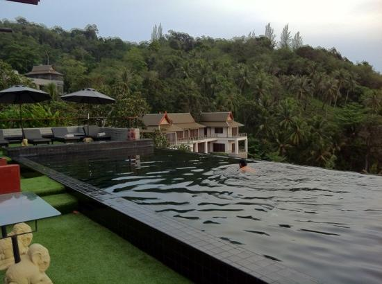 Ayara Kamala Resort & Spa : the infinity pool