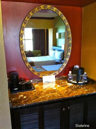 Harrah's Lake Tahoe: Mini bar, safe, etc.