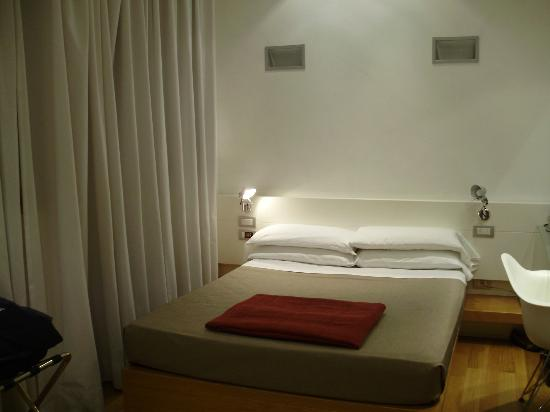 White Hotel: Bedroom