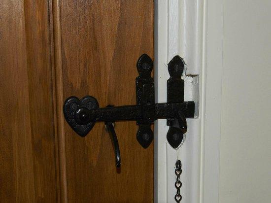 Launde Farm Cottages: Lock detail