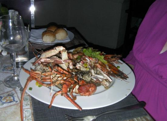 Restaurant at Mermaid Hotel: lobster and prawn meal .... wow!