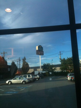 La Quinta Inn & Suites Boston Somerville: View of sign from Road