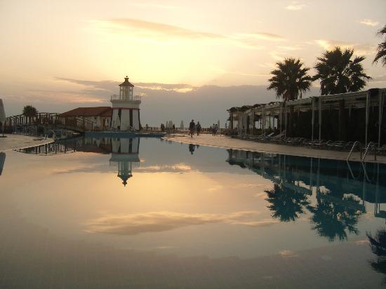 Sealight Resort Hotel: Lighthouse Sunset