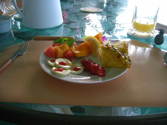 1st Class Vacation Rental Kona Hawaii: Fruit course of breakfast.