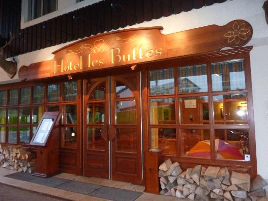 Hotel les Buttes : entrée de l'hôtel