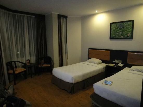Grand Wisata : room Grand Palace