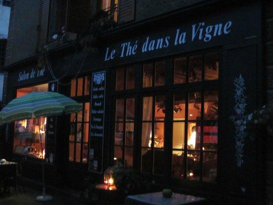 Le Thé dans la Vigne : An evening at Le The dans la Vigne