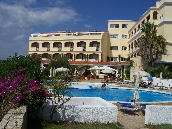 Gabbiano Azzurro Hotels & Suites: A view from the pool