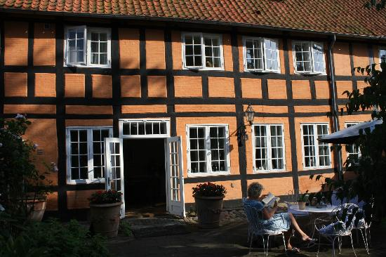 Pension Vestergade 44: Afternoon tea in the garden