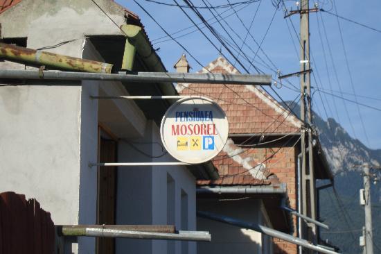 Pensiunea Mosorel: Hotel Sign From Road