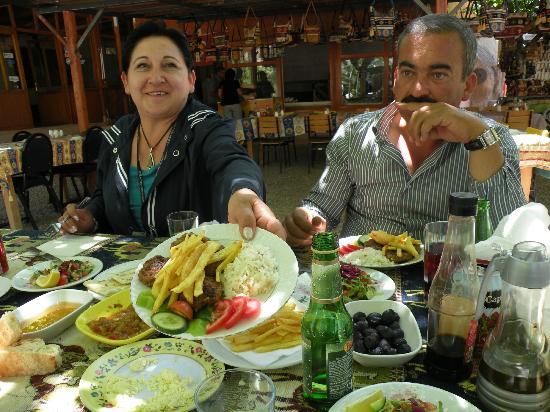 Euphrates Tours : El valor de comer en Turquía con traducción en vivo, no tiene precio y se valoran más los platos