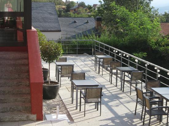 Luces del Poniente: Mesitas en terraza