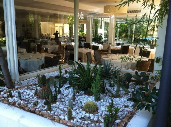 Oleandri Resort Paestum - Hotel Residence Villaggio Club: Sala interna del ristorante