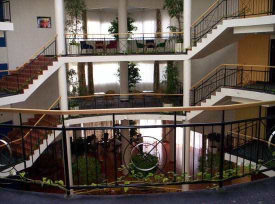Lotus Therme Hotel & Spa: Staircase (there is a lift, too, of course)