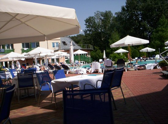 Lotus Therme Hotel & Spa: Pool bar and outdoor pool