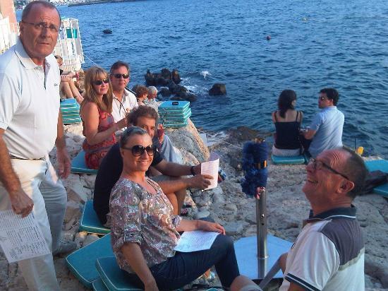 Valentino Cocktail & Champagene Bar: parfait moment entre ami sous le coucher de soleil