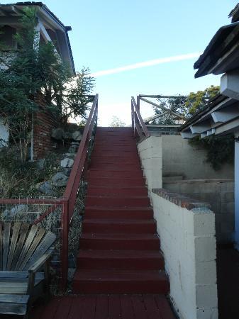 Yosemite Gateway Motel: l'escalier qui mène aux chambres