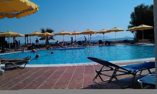 Mitsis Norida Beach Hotel: Poolside