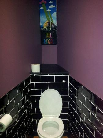 Art deco toilet picture of the regal cinema evesham tripadvisor - Deco toilet zwart ...