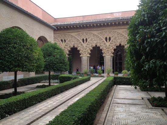 Palacio de la Aljafería: patio época musulmana