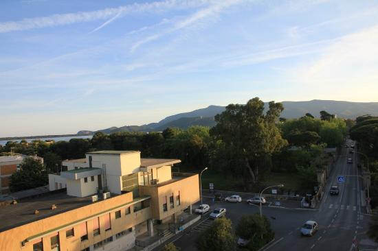 Park Hotel Residence: panorama brutto (strada sottostante)