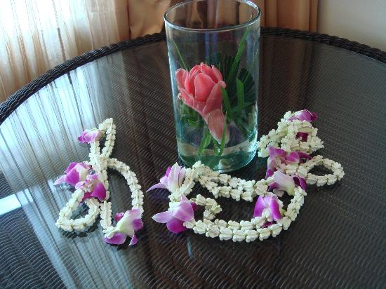 Pullman Phuket Panwa Beach Resort : Garlands presented to us on arrival