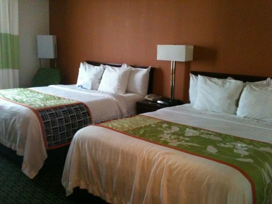 Fairfield Inn Kansas City Downtown/Union Hill: Clean and spacious room.