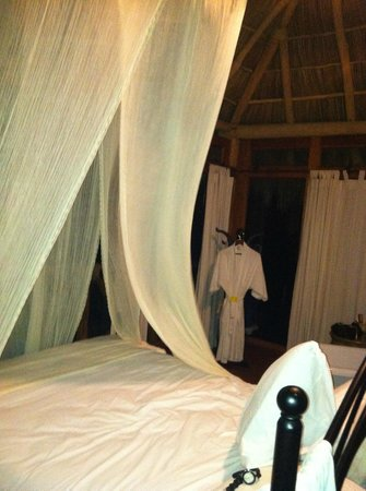 Hotelito Mio:                                                       Insect netting for decor only. Fails to fu