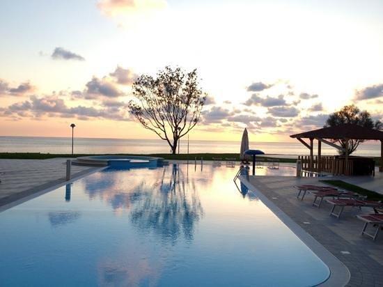 Belvedere Marittimo, Italia: vista piscina e mare sullo sfondo