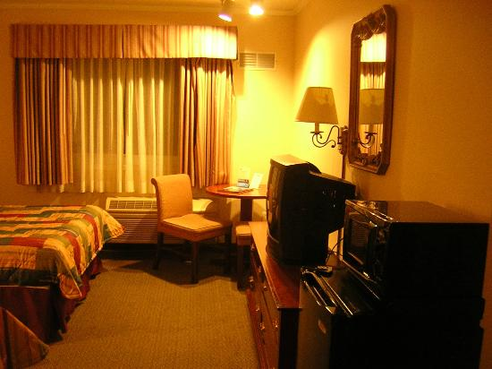 Days Inn Monterey Downtown: Room-4