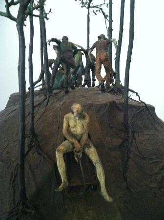 El Paso Museum of Art: Great sculptures (same one)