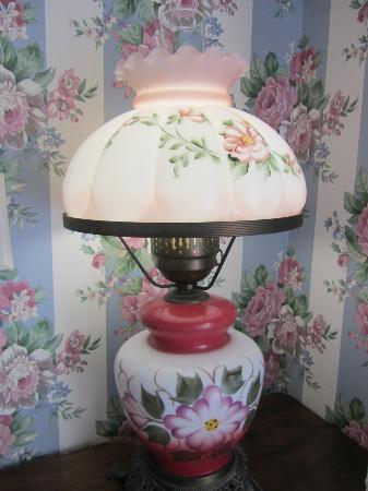 The Queen Victoria: Pretty lamp!!
