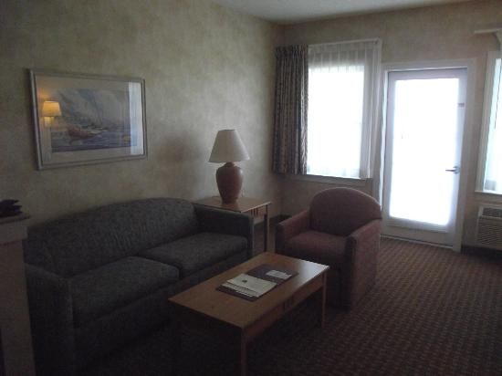 Comfort Suites Chincoteague: Inside the hotel room. Sleeper sofa!