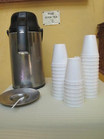 أمارو هوستل: Free coca tea