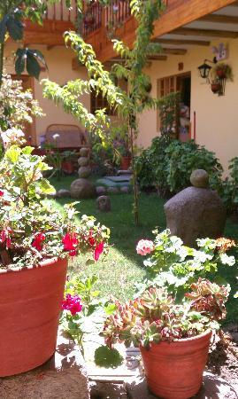 Amaru Hostal: Nice gardens