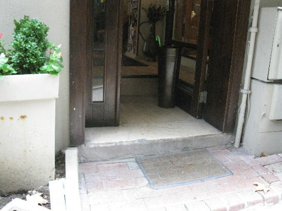 Nomade Hotel: steps at entry - inside one coming out is easy to miss