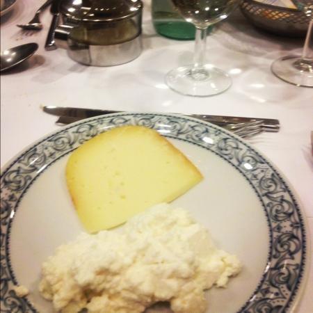 Hotel Edy: misto di formaggi a scelta tra: ricotta, groviera, caciotta, mozzarella, Certosa, e pecorino, pr