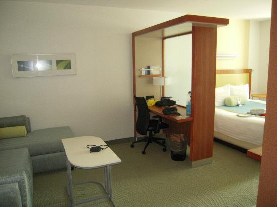SpringHill Suites Alexandria: workspace/lounge