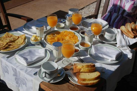 Al Fassia Aguedal: Breakfast was really lovely - fresh fruit, yoghurt, home made jams, pancakes and breads