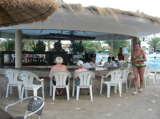 Fiesta Beach Club Djerba : bar coté terre