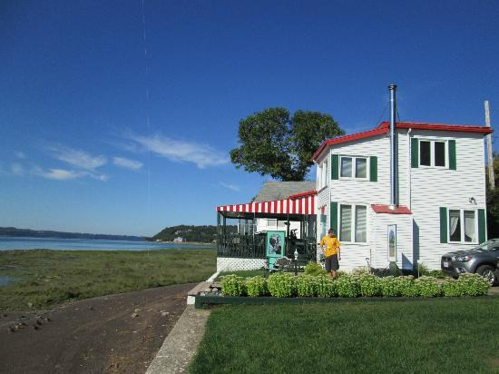 Au Bord du Fleuve: Il bed and breakfast