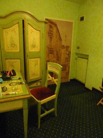 Hotel La Fenice et des Artistes: dressing area